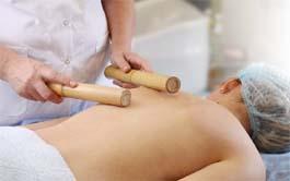 kreolskij-massazh-bambukovymi-palochkami_0