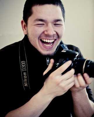 молодой креативный фотограф